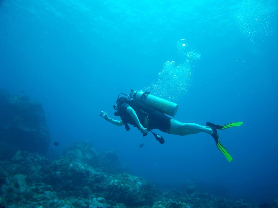 Diving Blowing Rock, Corn Islands, Nicaragua